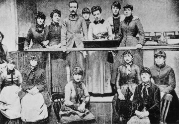 Match workers' Strike Committee, 1888. Annie Besant and Herbert Burrows, supporters of the strikers, are top centre.