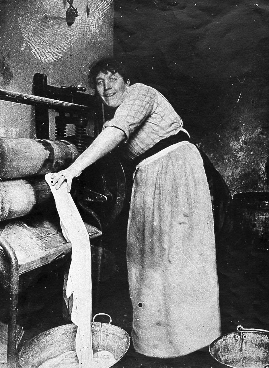 19th and early 20th century striking women a washer w laundry worker date unknown between 1880 1914