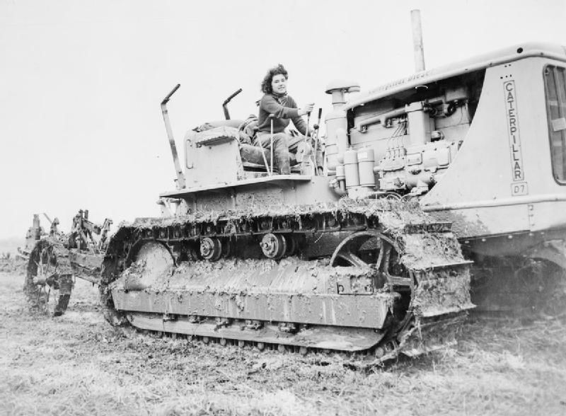 a former court dressmaker now with the womenu0027s land army at the controls of a diesel caterpillar excavator on a farm in during the wwii