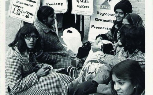 Strikers at the picket line, 1976