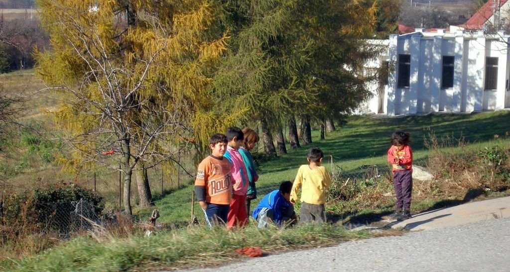 Roma children playing in Slovakia in 2007.
