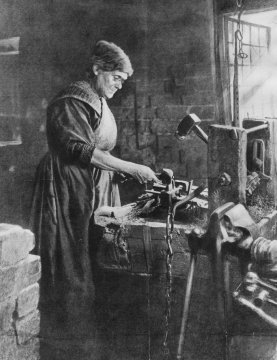 The women chain makers at Cradley Heath who wrnt on strike for a minimum wage.
