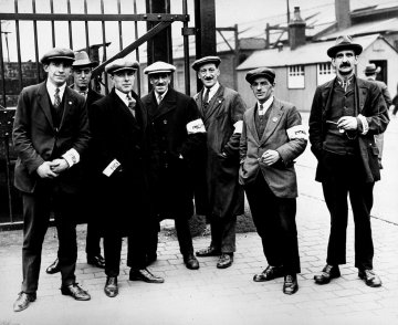 Pickets at the London docks during the General Strike 1926