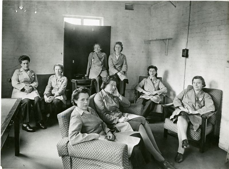 how did the roles of women change during ww2? essay Like the allies, those on the home front of the axis nations were called upon to make sacrifices for the greater goal of victory embroiled in world war ii, and specifically the pacific war, from 1937 to 1945, japan was a nation mobilized for warfare and much of that mobilization involved the toil and talents of women.